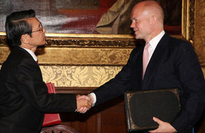 His Excellency Mr Keiichi Hayashi shakes hands with William Hague (4 July 2013)